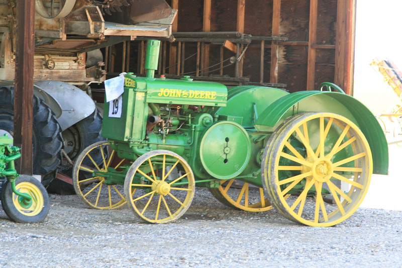 Antique Tractor_SS7800