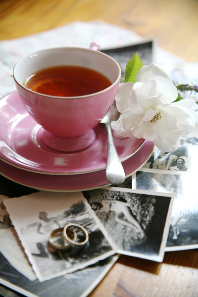 Reminiscing over a pink teacup, lemon tea and black &white photographs