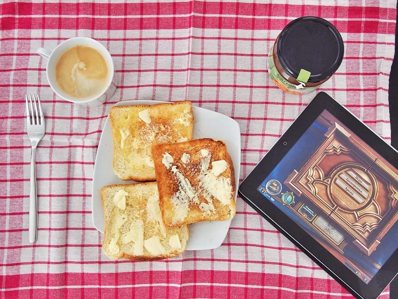 Breakfast with Hearthstone