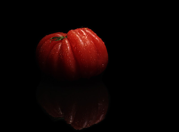 reflected tomato (thanks to the @nerdist, @girlonguy and @thisistheread podcasts)