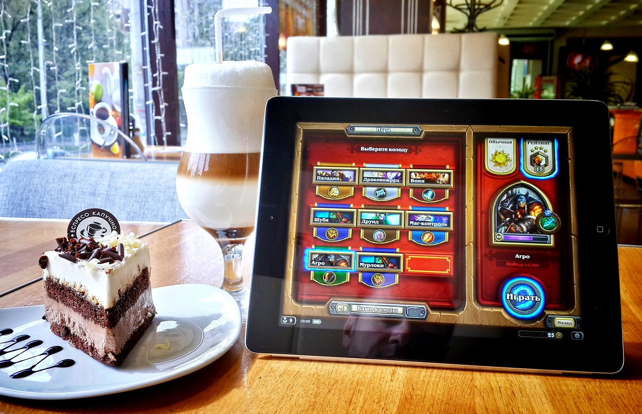 Hearthstone and latte