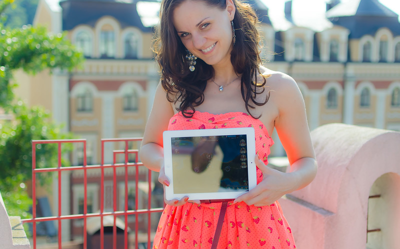 Mila and iPad