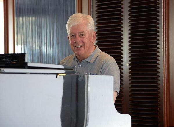 Ocean Diamond Iceland Pro Cruises Expeditionsteam  Ingimar Palson Lounge Piano