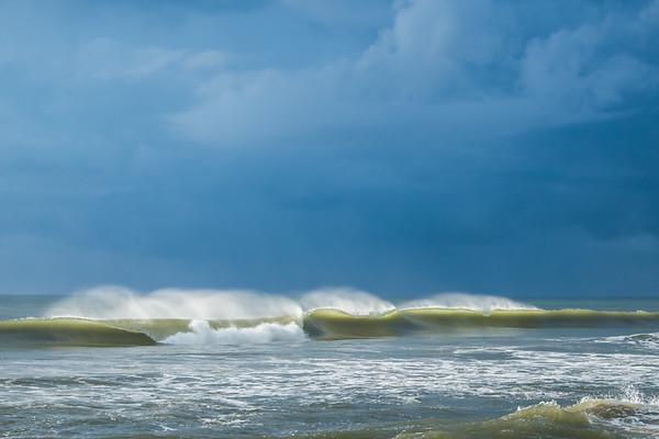 Waves 5868