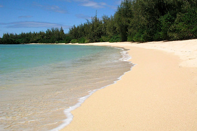 Beautifully peaceful beach ~ Kawela Bay  North Shore Oahu, Hawaii 040428