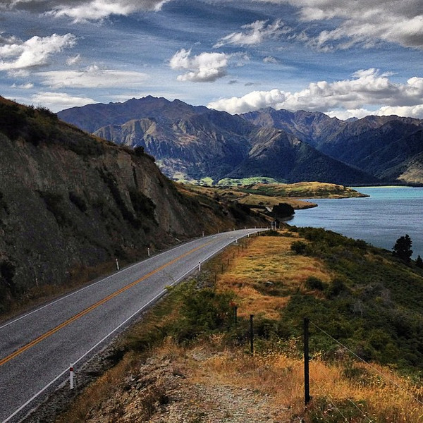 Road trip New Zealand style. Landscape shape shift at Lake Hawea.