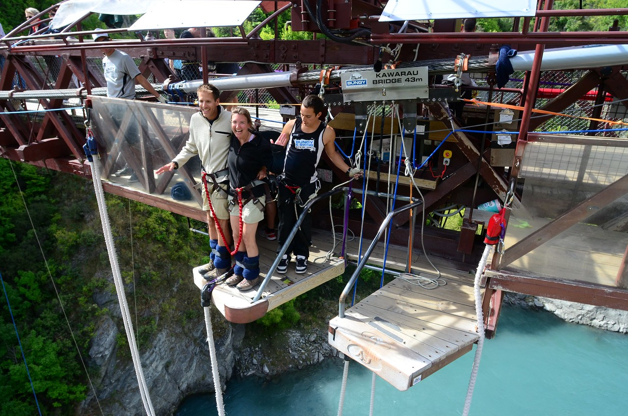 Tandem Bungy Jump on Valentine's Day - Kawarau Bridge near Queenstown, New Zealand