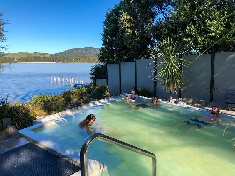 Polynesian Spa Deluxe Lake Spa in Rotorua
