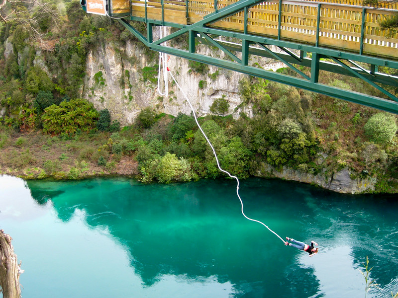 Bungee jumping in Taupo
