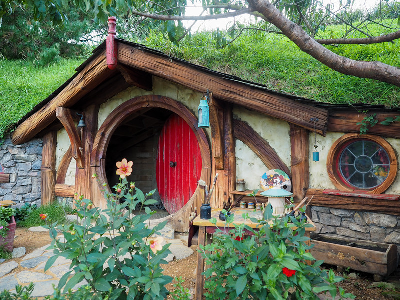Red hobbit hole in Hobbiton