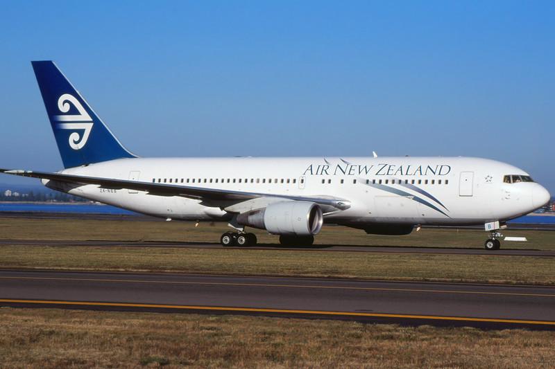 ZK-NBB Boeing 767-219 c/n 23327 Sydney-Kingsford Smith/YSSY/SYD 02-05-99 (35mm slide)