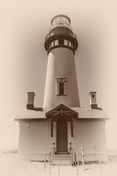 Yaquina Head Lighthouse<br /> Newport, Oregon<br /> 1608O-YHL5BW2