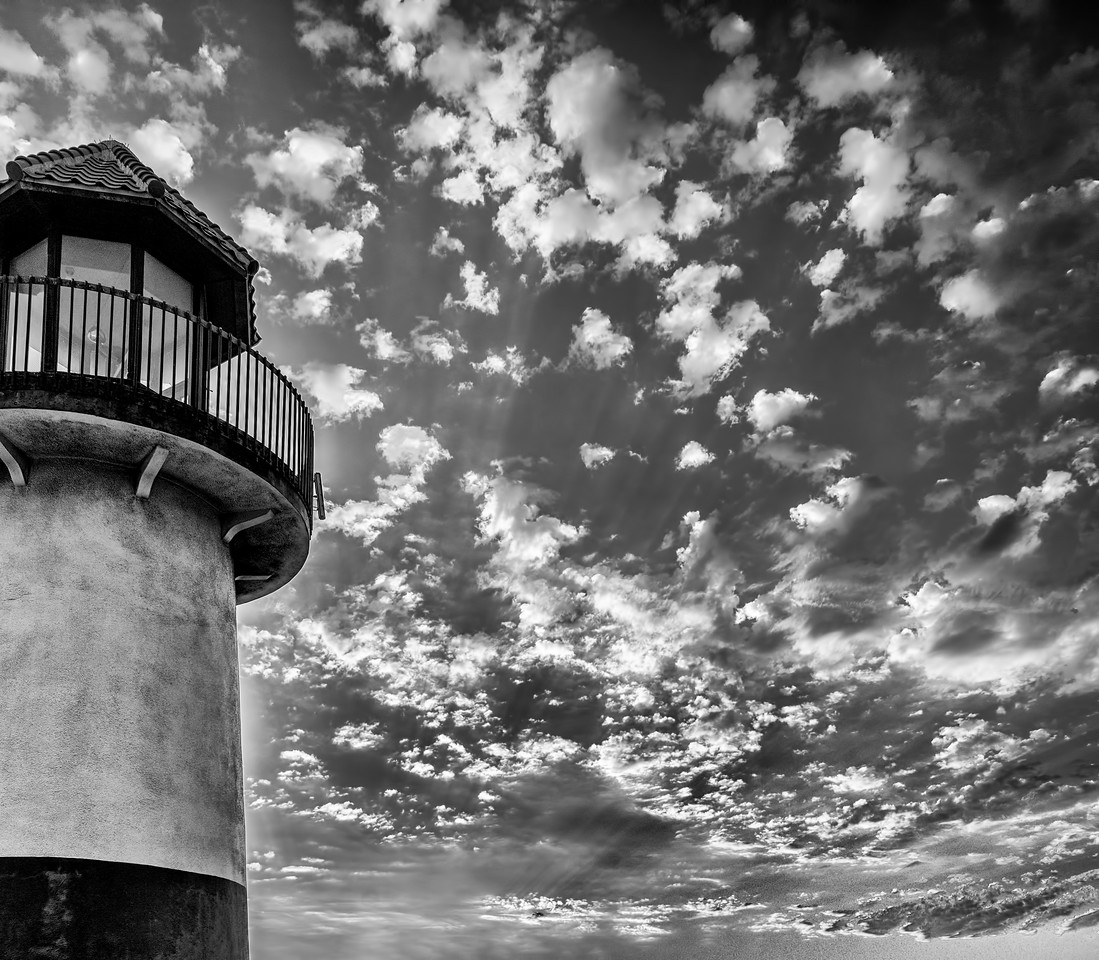 Lighthouse in black and white #67