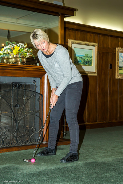 20181001 Susan putting  at RWGC _JM_5373