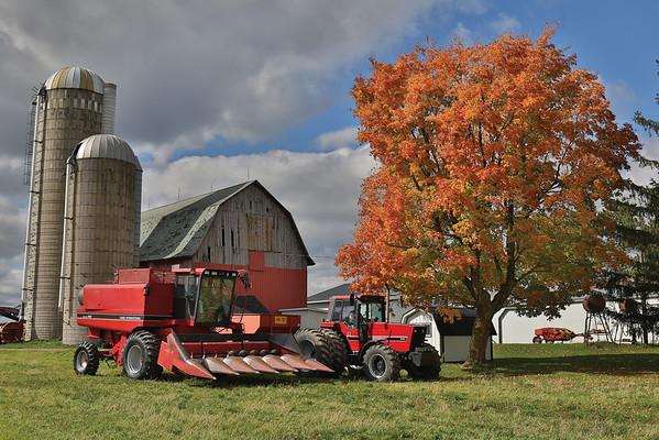 1984 International Harvester 5488 and Case IH 1640 Combine
