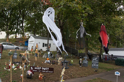 101716  Wesley Bunnell | Staff  Homes on Glen St. decorated for Halloween.