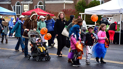 10/22/2016 Mike Orazzi | Staff The 2nd annual Plainville PumpkinFest Saturday.