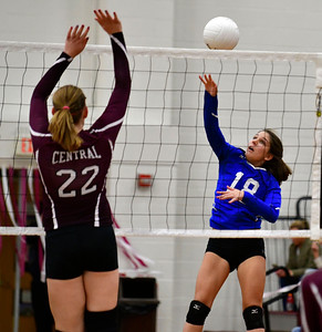10/26/2016 Mike Orazzi | Staff Bristol Eastern's Julia Dimattia (18) and Bristol Central's Lauren Jacobs (22) during Wednesday night's volleyball match at Central.