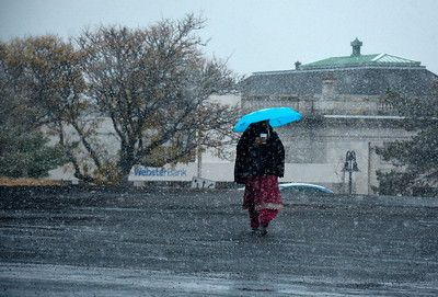 10/27/2016 Mike Orazzi | Staff The first snowfall of the season coats Centre Square in downtown Bristol Thursday morning.
