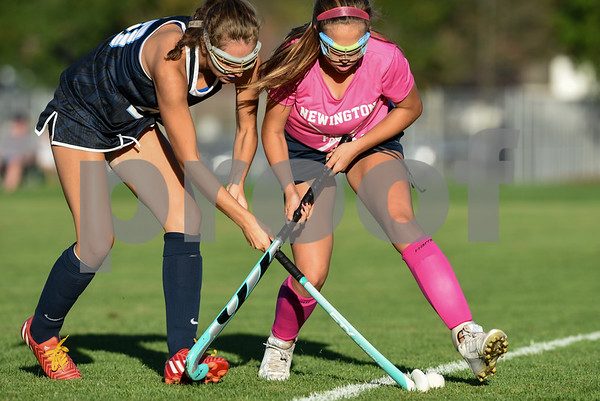 10/10/17 Wesley Bunnell | Staff Easton vs Newington field hockey on Tuesday afternoon at Newington High School. Katie Damato (13).