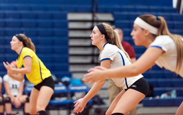 10/23/18 Wesley Bunnell | Staff Southington volleyball defeated Norwich Free Academy 3-0 on Tuesday evening at Southington High School. Lynsey Danko (27), L, and Haley Larrabee (7).