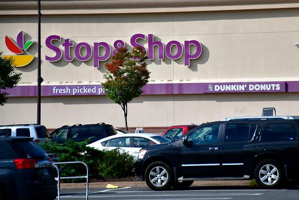 10/9/2018 Mike Orazzi | Staff Stop & Shop on Farmington Avenue