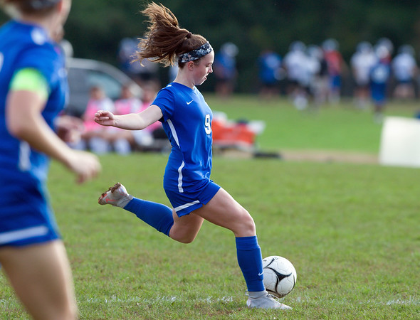 10/09/18 Wesley Bunnell | Staff Southington girls soccer defeated Platt at home on Tuesday afternoon. Shannon Litchfield (9).