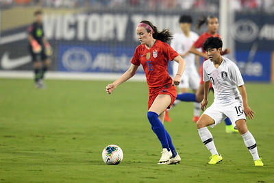 #16 Rose Lavelle and #10 Ji Soyun