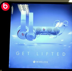 I spotted this display at Target.  Hmmm, there's something about the way those headphones and speakers are arranged....