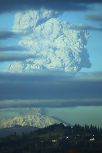 2005-03-08 Mt St Helens Eruption 003-farktography