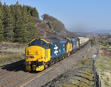 37402 and 37409, Dalwhinnie. 22/04/19.