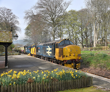37409 and 37402, Dunrobin Castle. 21/04/19.