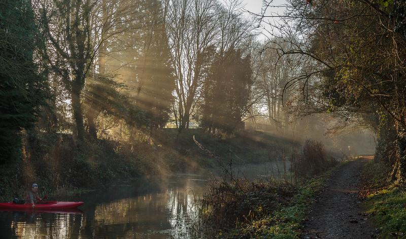 Shafts of winter sun on Basingstoke Canal