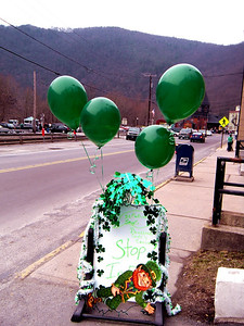 Pushin' for the breakfast crowd the coffee and bagel shop when all out with a megabuck display of balloons and garland.  Their entire week's profit is represented here.