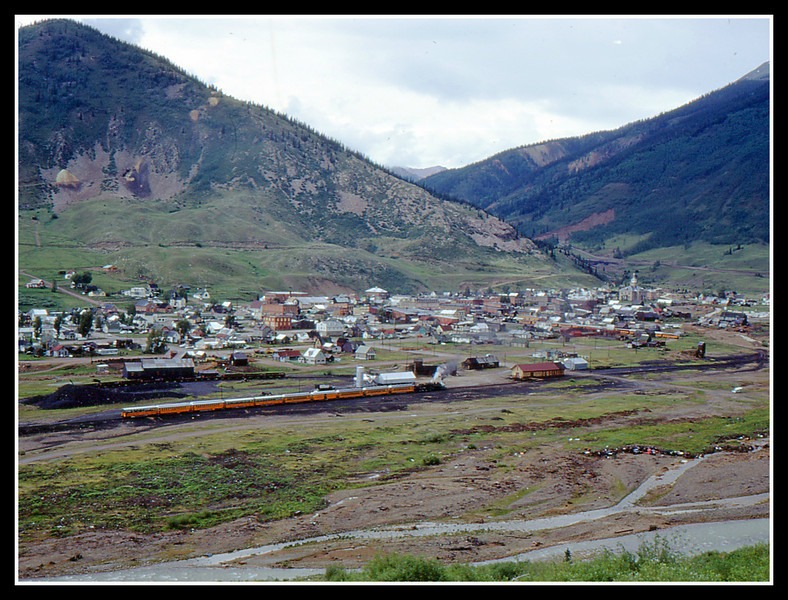 A wide angle view of Silverton.