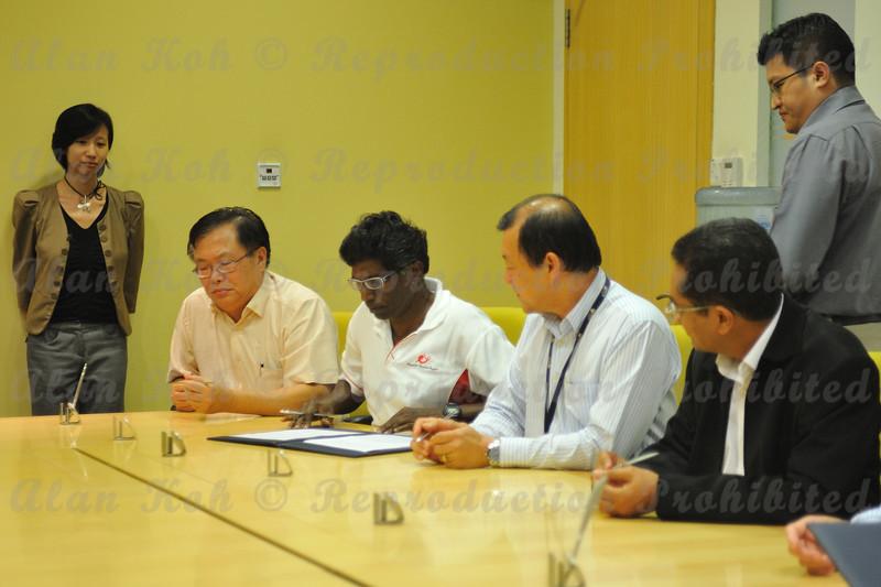 2012 ESU NUS Signing of CA - 26