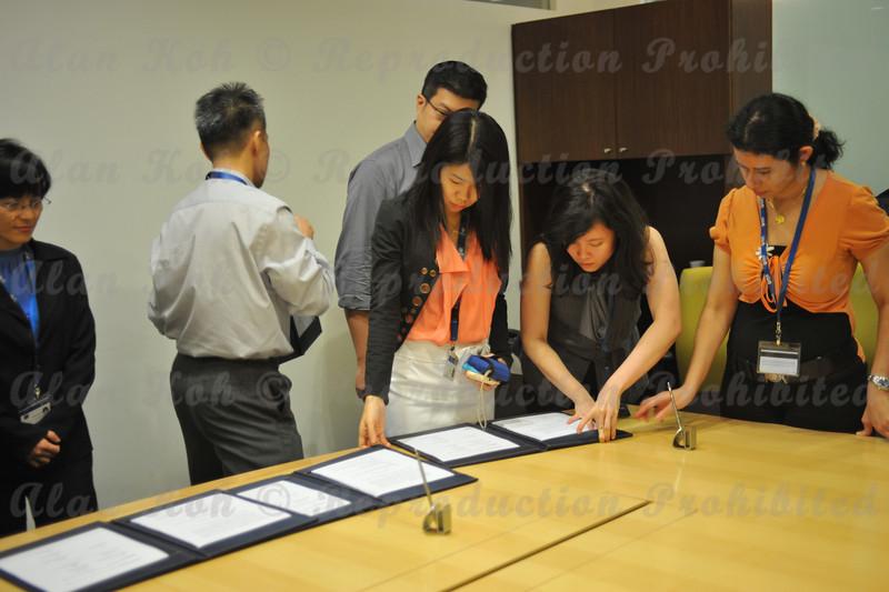2012 ESU NUS Signing of CA - 51