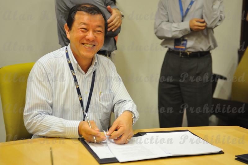 2012 ESU NUS Signing of CA - 55