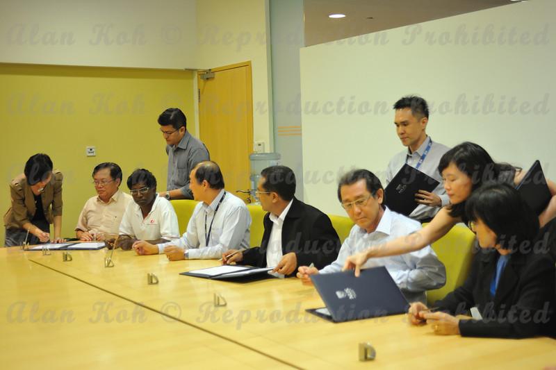 2012 ESU NUS Signing of CA - 27