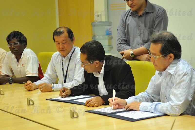 2012 ESU NUS Signing of CA - 22
