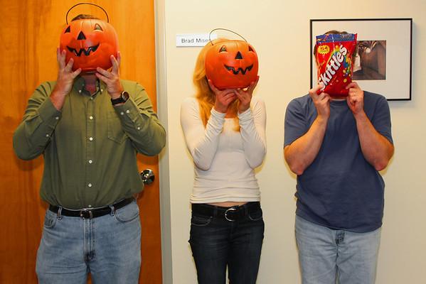 2008-10-24-jennifer-visit-office