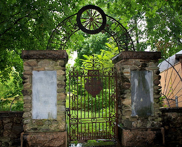 This locked gate is on Brooklawn Av, accessed through Clinton Park. The plaque shown in the previous photo is on the left pillar.