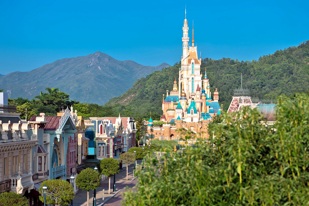 hong kong disneyland castle of magical dreams exterior (1)