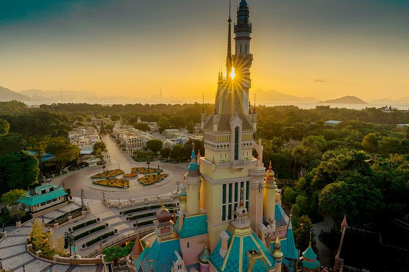 hong kong disneyland castle of magical dreams exterior (8)