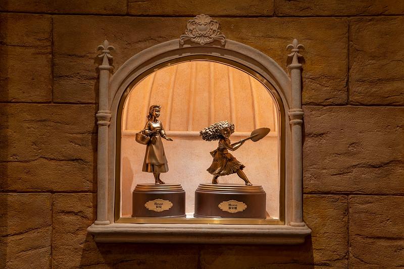 hong kong disneyland castle of magical dreams interior (2)