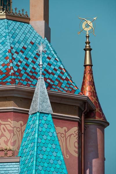 hong kong disneyland castle of magical dreams tower details (5)