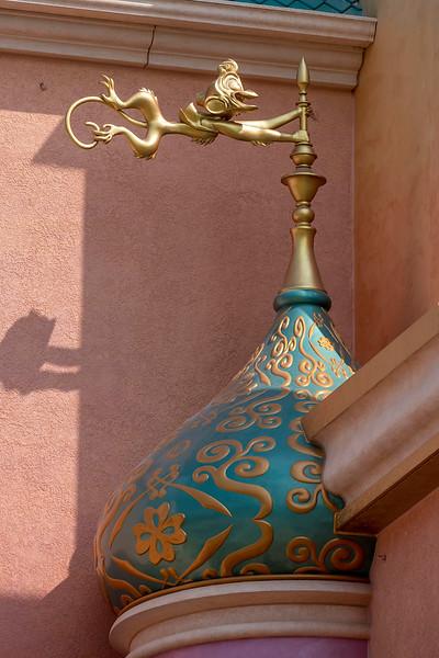 hong kong disneyland castle of magical dreams tower details (1)