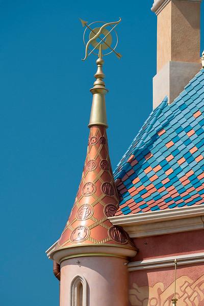 hong kong disneyland castle of magical dreams tower details (10)