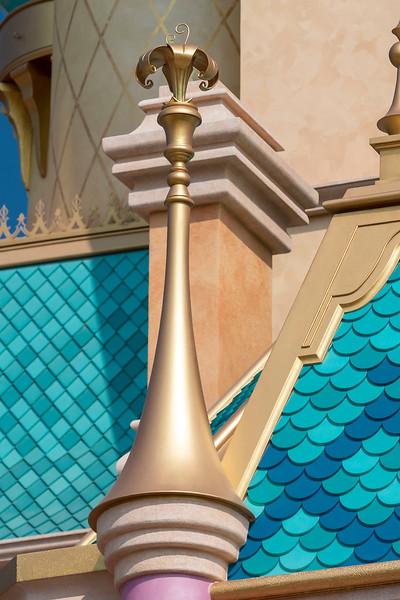 hong kong disneyland castle of magical dreams tower details (12)
