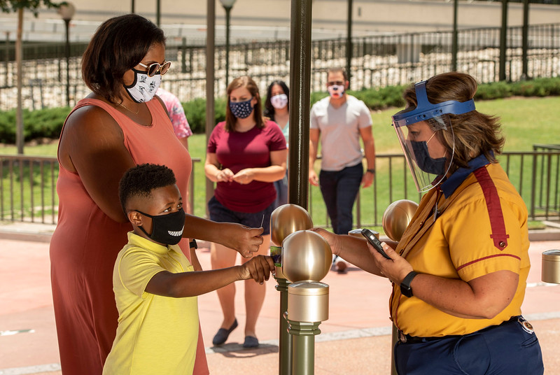 New Safety Measures for Cast Members at Walt Disney World Resort Theme Parks